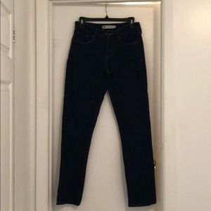 Levi's Mid Rise Skinny jeans size 6.